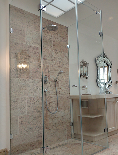Dusche in Hotelzimmer