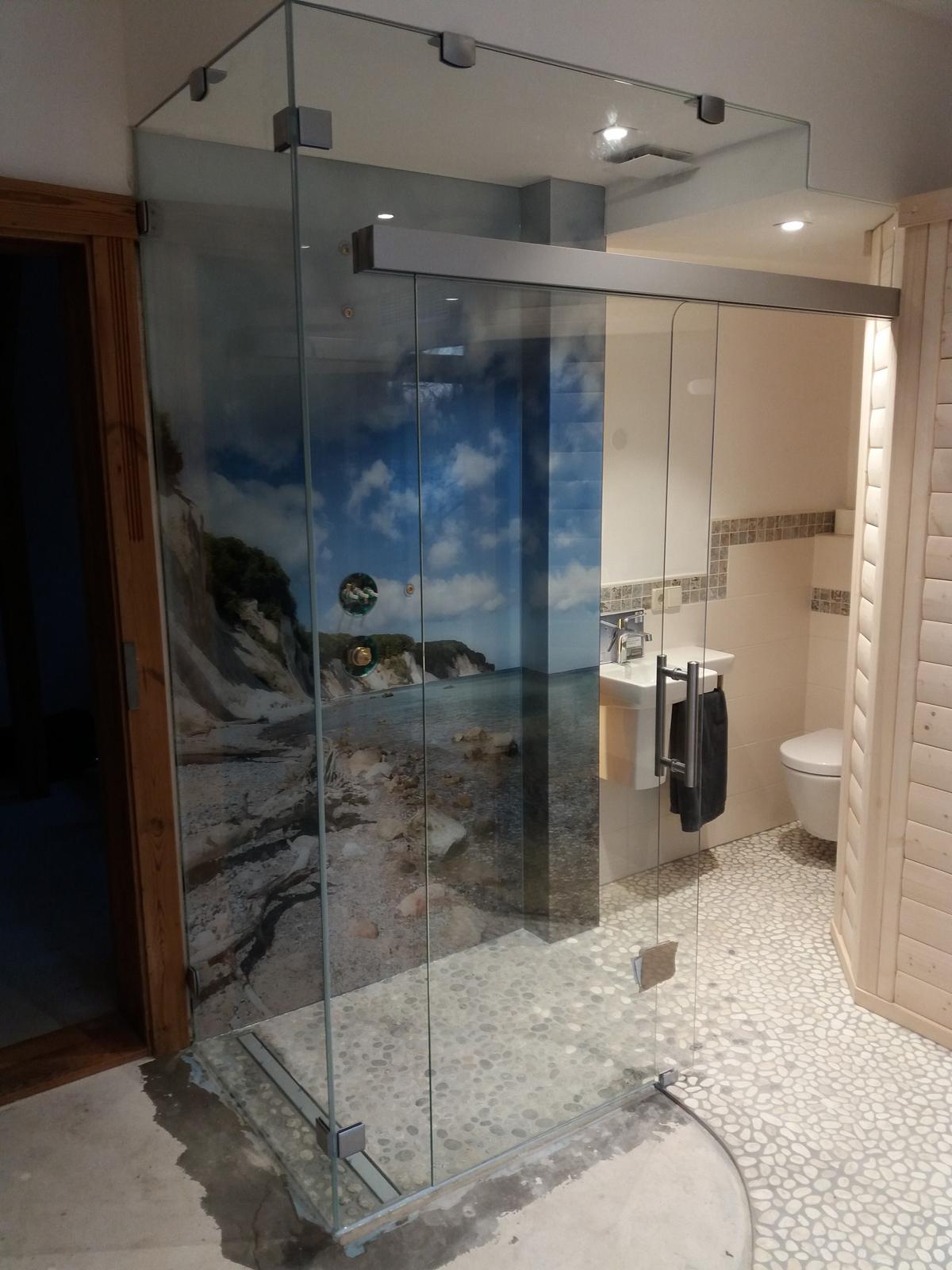 Dusche mit Schiebetür