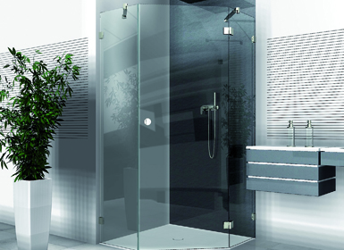 Dusche mit einer Tür Ecke