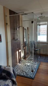U-Dusche Tür nach innen geöffnet