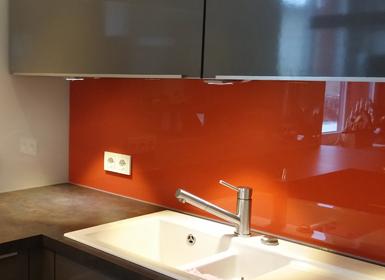 Glasrückwand in der Küche mit Lackierung