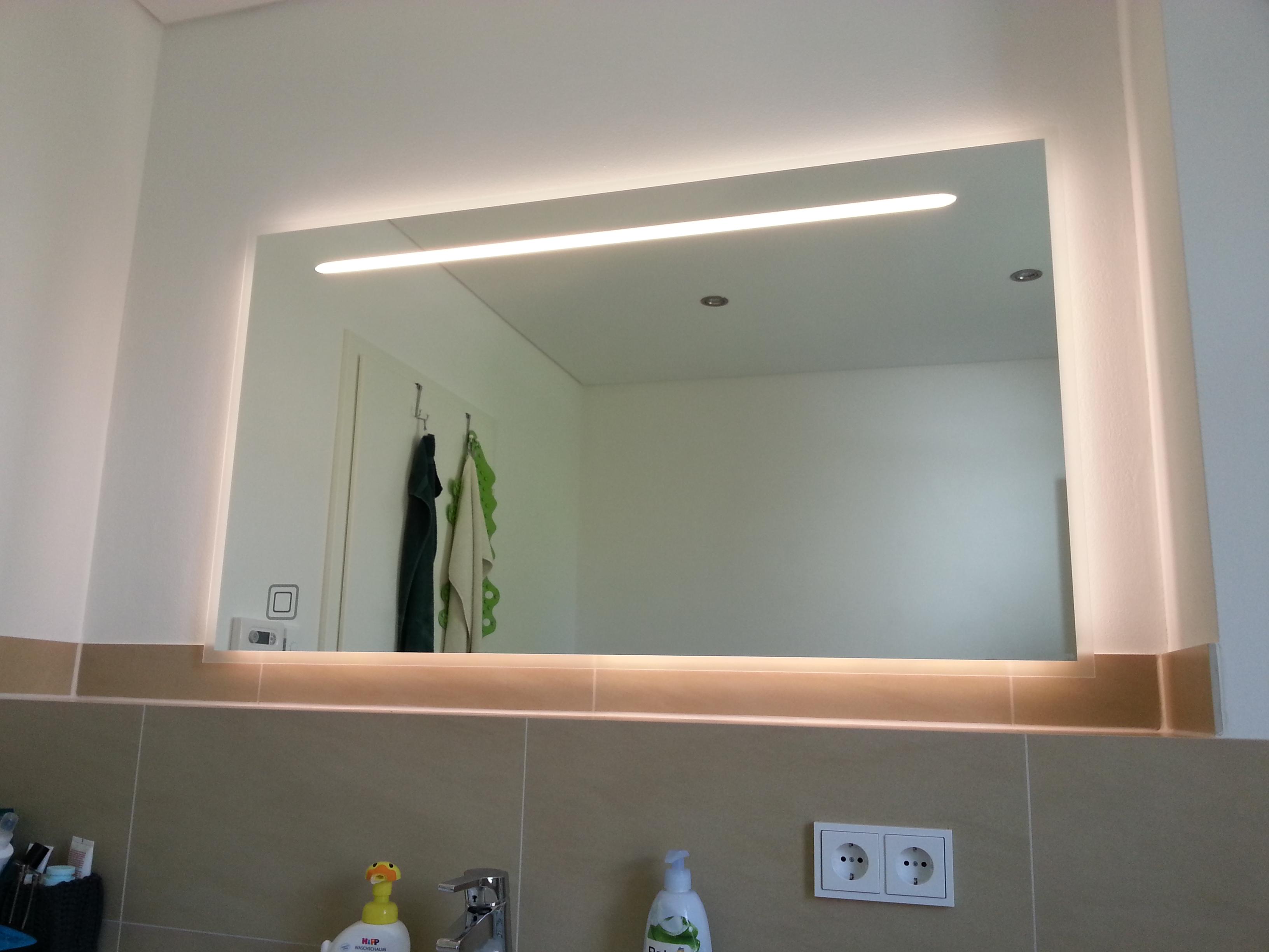 Badspiegel Berlin badspiegel mit ambientebeleuchtung