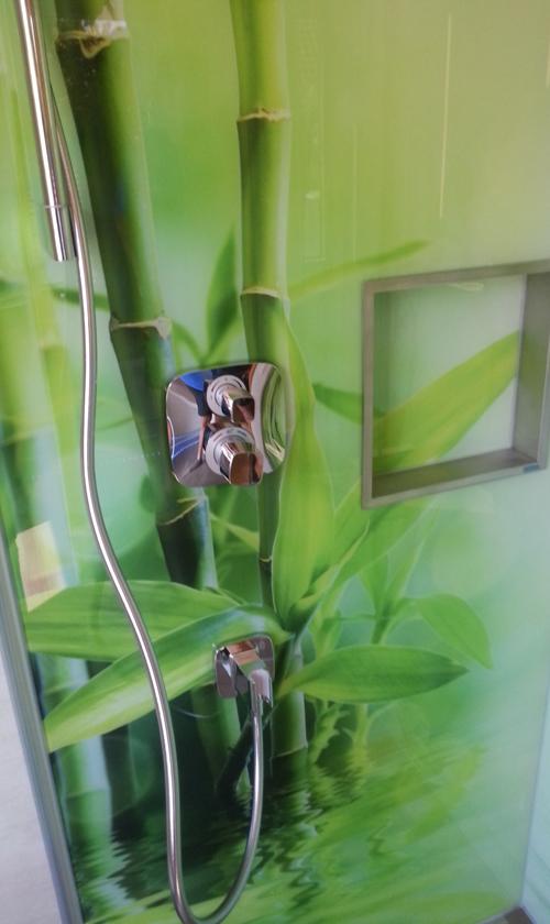 maßgefertigte Glasrückwand Bambus