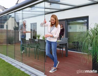 großes Schiebesystem aus Glas