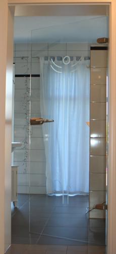 Rillenschliff auf Badezimmertür