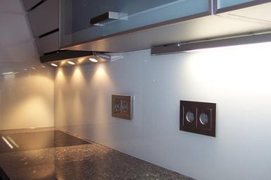 Küchenrückwand aus Glas weiß