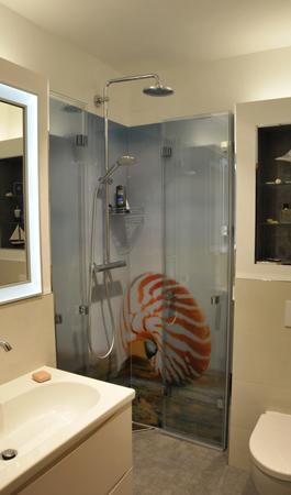 Muschel für Glasrückwand Dusche