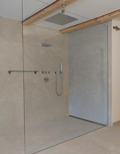 Spiegelart Walk-In Dusche